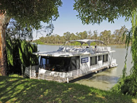 Moving Waters Self Contained Moored Houseboat - Northern Rivers Accommodation