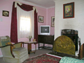 Hollyhock Cottage - Northern Rivers Accommodation