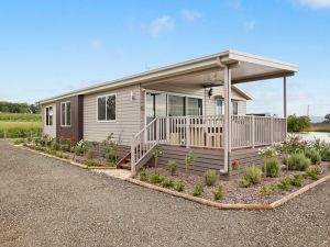 The Lake House Rothbury - Northern Rivers Accommodation
