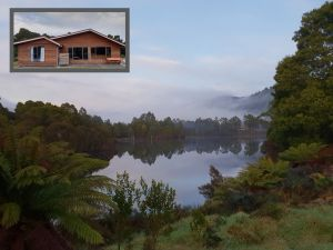 Tullah HideAway - Lakeside  Mountain Views - Northern Rivers Accommodation